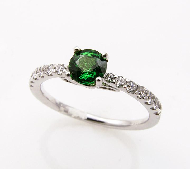 ring tsavorite and diamonds